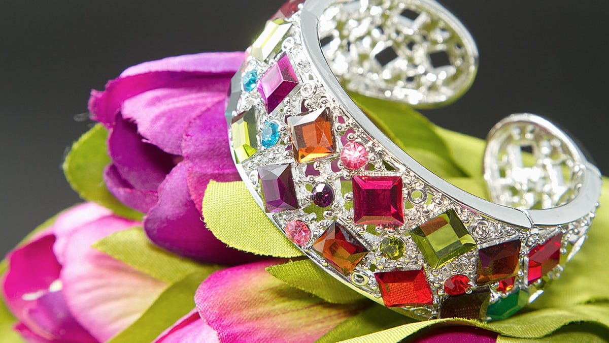 Customers can choose the colour as well as other elements in their uniquely designed jewelry.